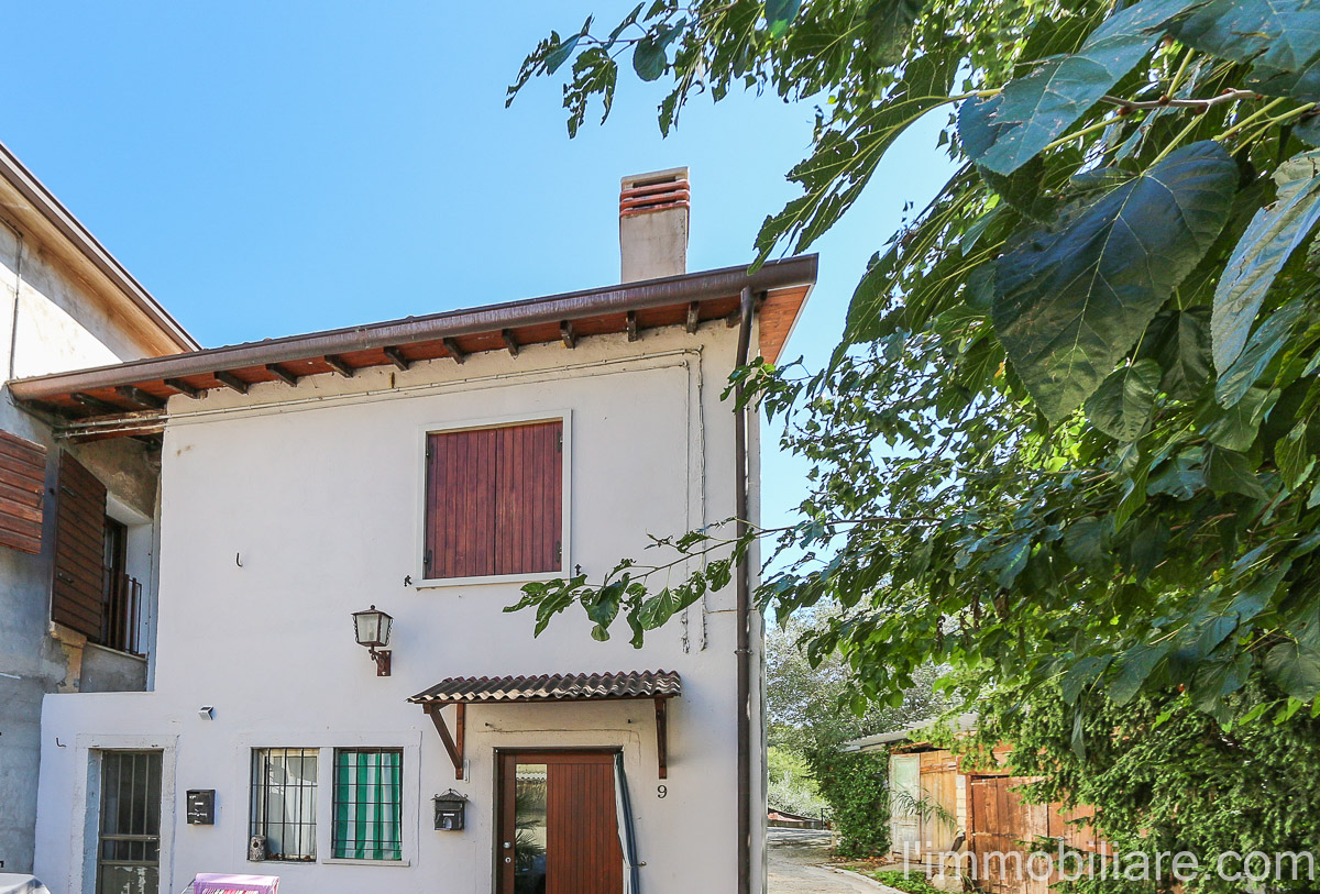 Rustico in Vendita a Verona Periferia Nord: 4 locali, 87 mq