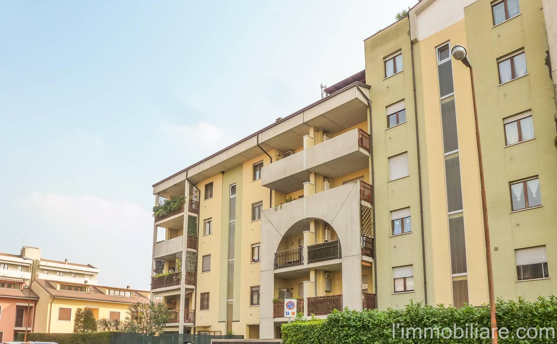 Appartamento in affitto a Bussolengo, 2 locali, zona Località: Semicentrale, prezzo € 600 | CambioCasa.it