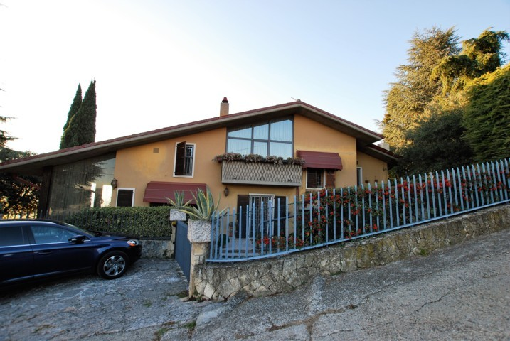 Villa in vendita a Negrar, 7 locali, prezzo € 690.000 | CambioCasa.it