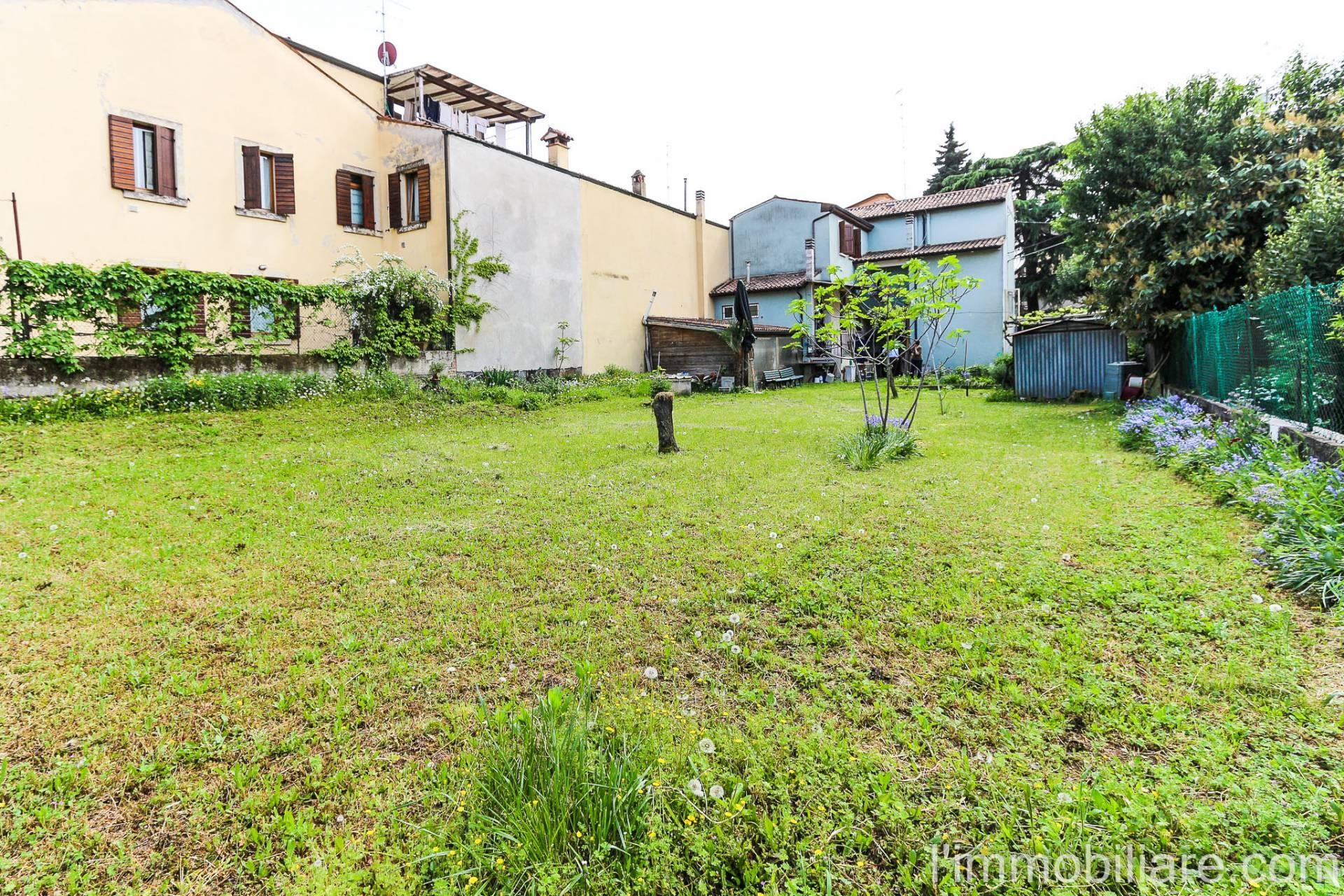 Terreno residenziale in Vendita a Verona Semicentro Nord: 408 mq