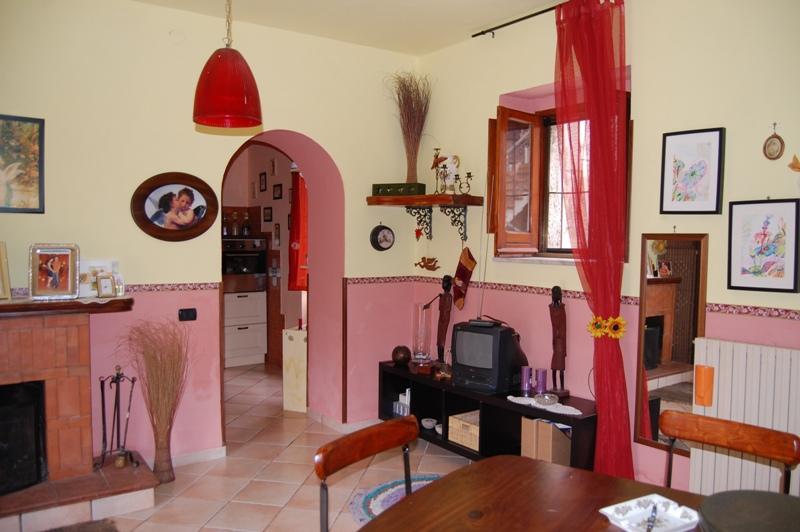 Soluzione Indipendente in vendita a Forino, 4 locali, prezzo € 115.000 | Cambio Casa.it