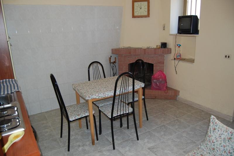 Soluzione Indipendente in vendita a Forino, 2 locali, zona Zona: Celzi, prezzo € 25.000   Cambio Casa.it