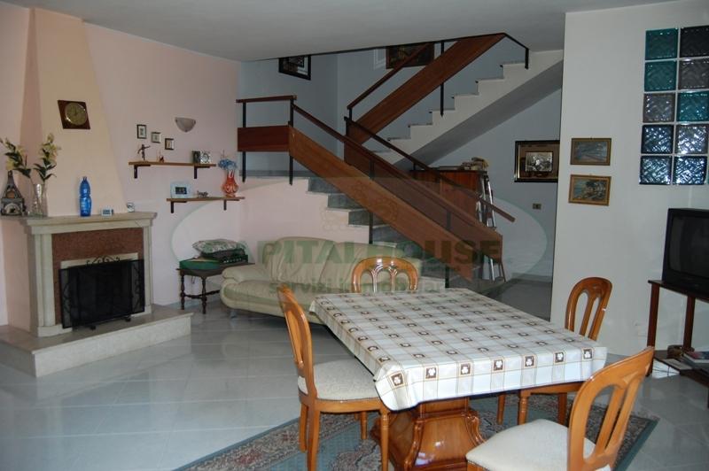Appartamento in vendita a Contrada, 3 locali, prezzo € 120.000 | Cambio Casa.it