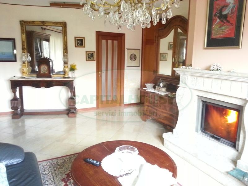 Villa in vendita a Aiello del Sabato, 7 locali, prezzo € 320.000 | Cambio Casa.it