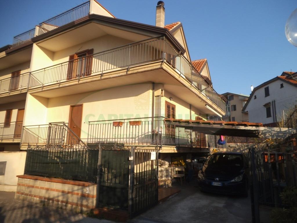 Villa in vendita a Sirignano, 5 locali, prezzo € 230.000 | Cambio Casa.it