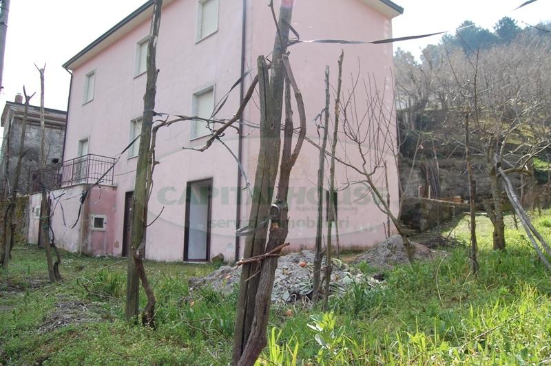 Soluzione Indipendente in vendita a Monteforte Irpino, 8 locali, prezzo € 125.000 | Cambio Casa.it