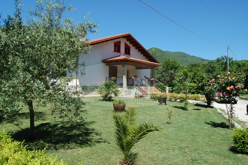 Villa in vendita a Forino, 7 locali, prezzo € 270.000 | Cambio Casa.it