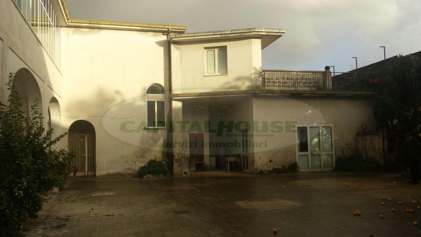 Soluzione Indipendente in vendita a Portico di Caserta, 12 locali, prezzo € 400.000 | Cambio Casa.it