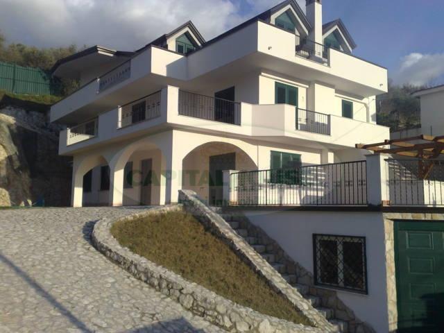 Villa in vendita a Baiano, 10 locali, Trattative riservate | CambioCasa.it