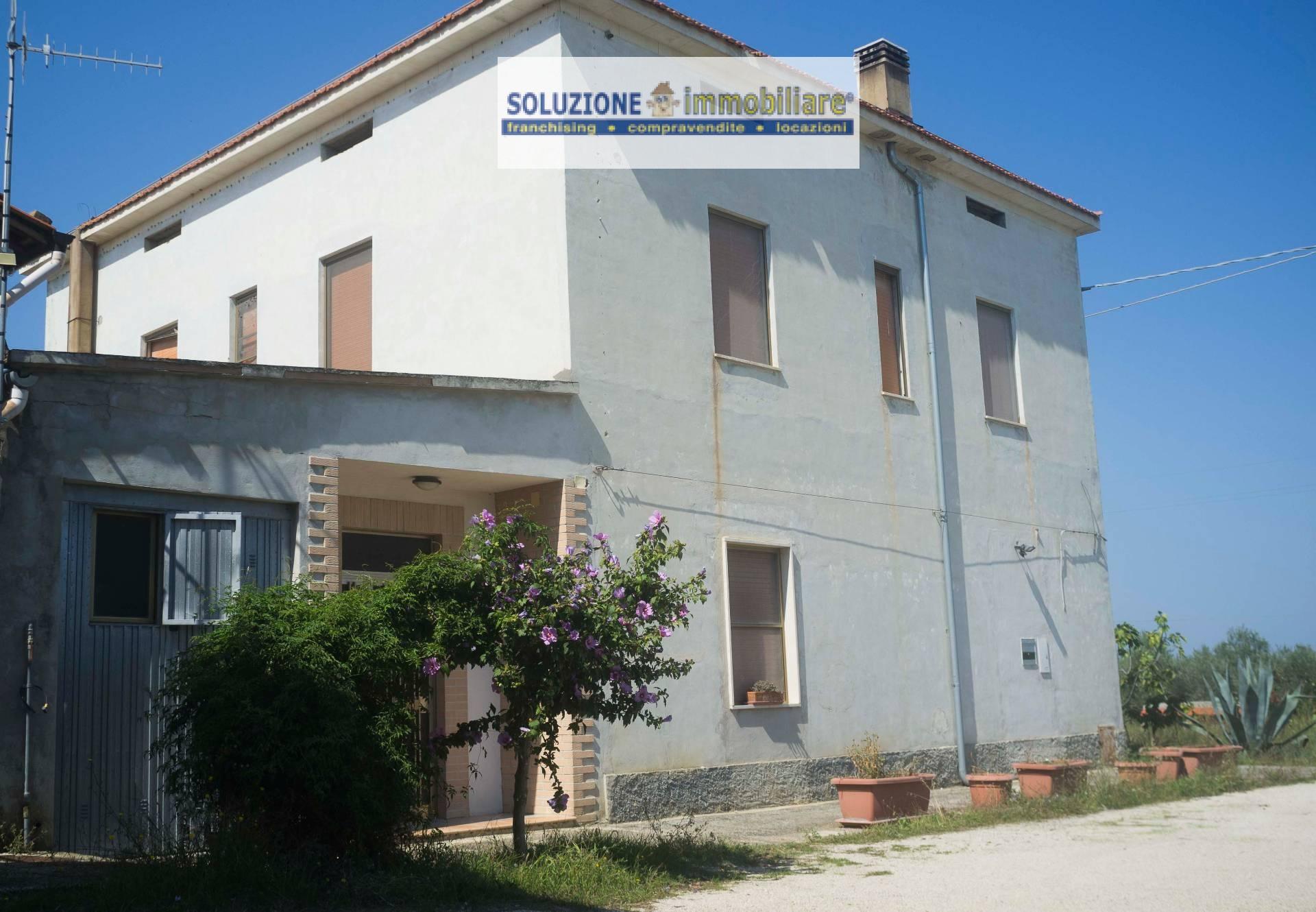 Appartamento in vendita a Torrevecchia Teatina, 10 locali, prezzo € 130.000 | CambioCasa.it