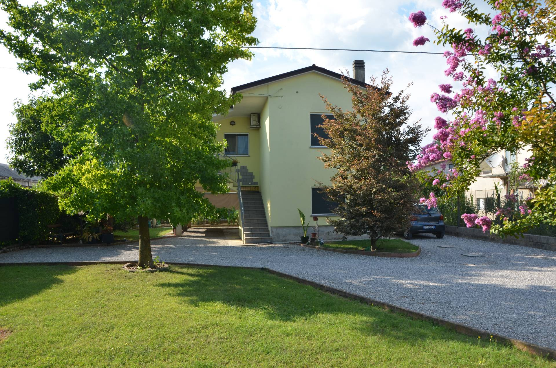 Soluzione Indipendente in vendita a Gorizia, 8 locali, zona Zona: Periferia, prezzo € 215.000 | Cambio Casa.it