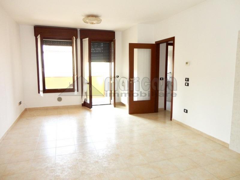 Appartamento in affitto a Ferrara, 3 locali, zona Zona: Porotto-Cassana, prezzo € 450 | Cambio Casa.it