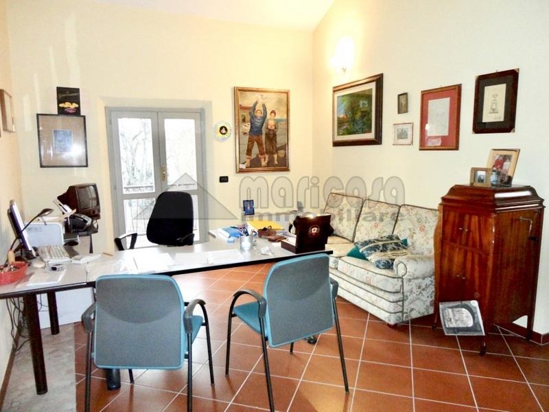 Ufficio diviso in ambienti/locali in affitto - 45 mq