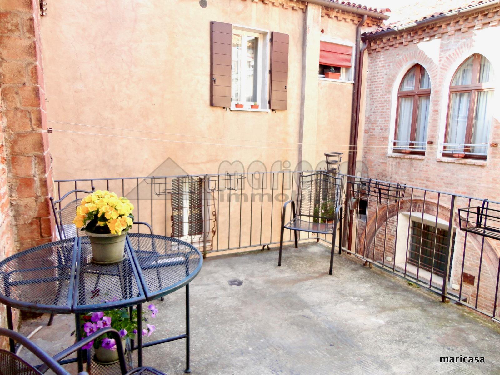 Appartamento in vendita a Ferrara, 6 locali, zona Località: Centrostorico, prezzo € 320.000 | CambioCasa.it