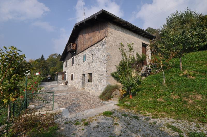 Rustico / Casale in vendita a Dossena, 6 locali, prezzo € 250.000 | Cambio Casa.it