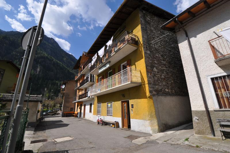 Appartamento in vendita a Branzi, 3 locali, zona Zona: Gardata, prezzo € 68.000 | Cambio Casa.it