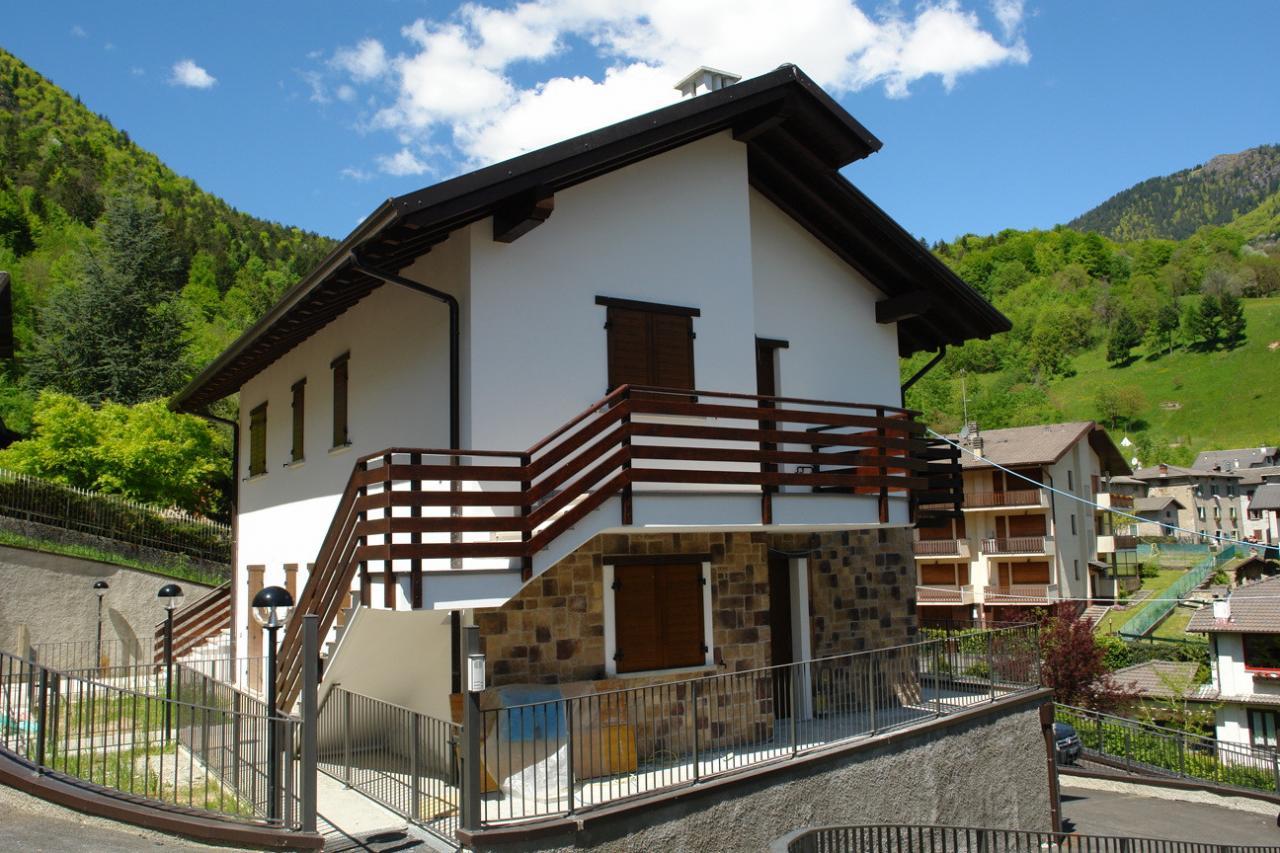 Villa in vendita a Santa Brigida, 3 locali, zona Località: ViaMonticello, Trattative riservate   Cambio Casa.it