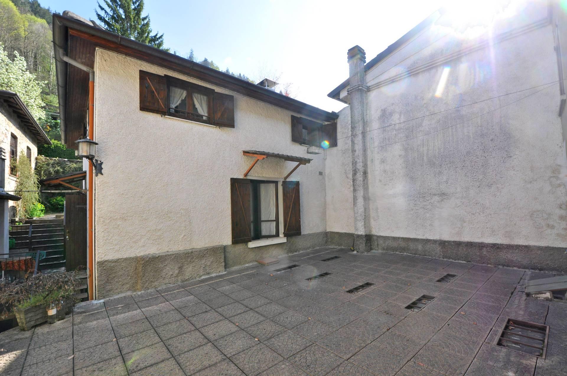 Appartamento in vendita a Piazza Brembana, 2 locali, prezzo € 23.000 | Cambio Casa.it