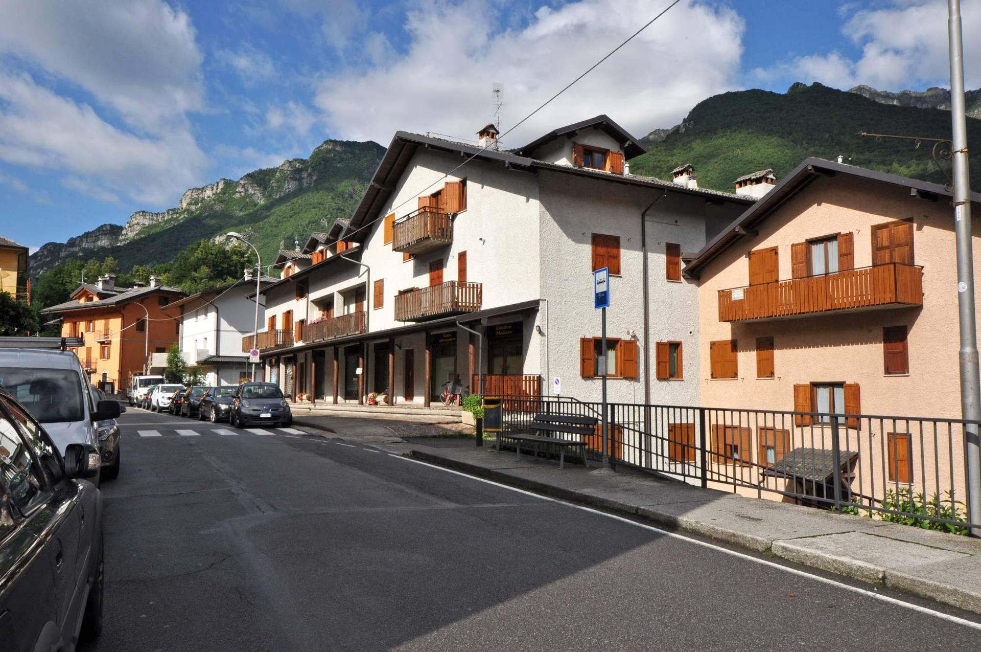 Appartamento in vendita a Piazza Brembana, 3 locali, prezzo € 97.000 | CambioCasa.it