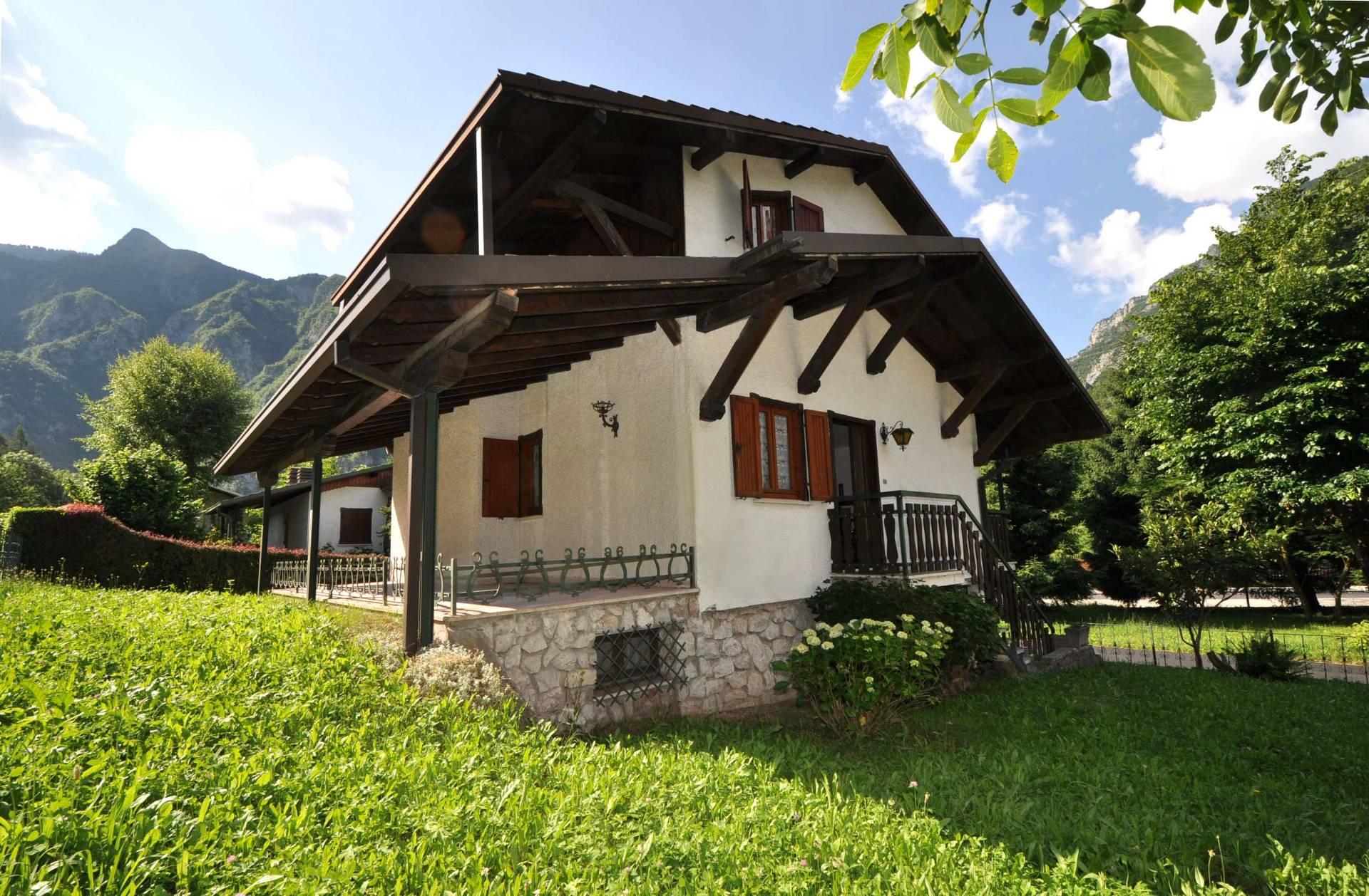 Villa in Vendita a Piazza Brembana