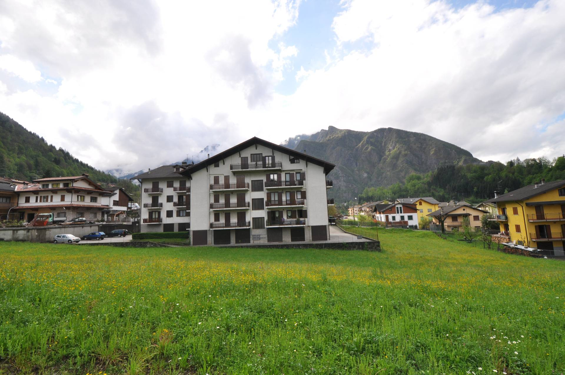 Appartamento in vendita a Piazza Brembana, 3 locali, prezzo € 79.900 | CambioCasa.it