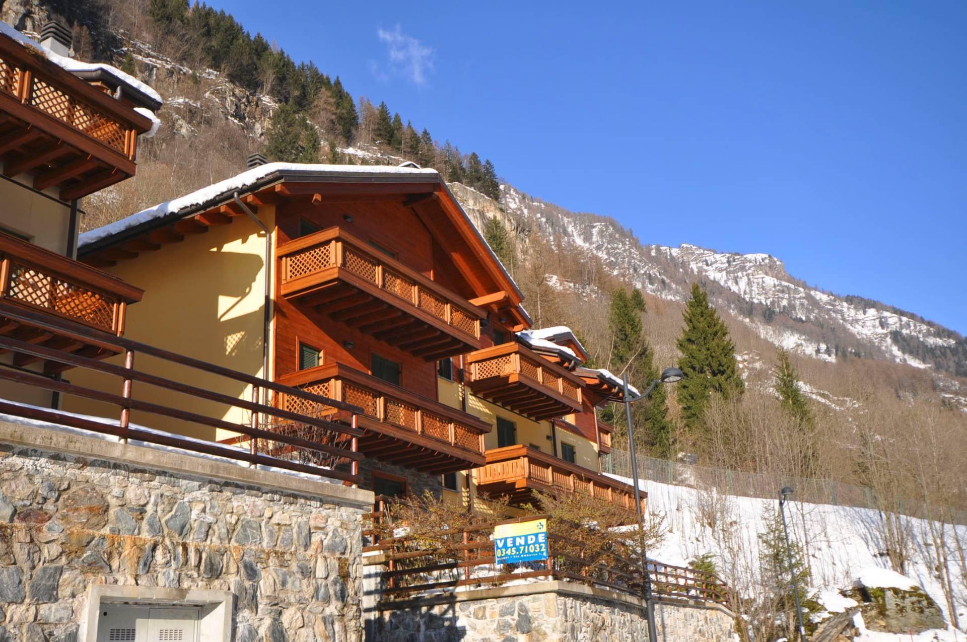 Villa in vendita a Carona, 3 locali, Trattative riservate | CambioCasa.it