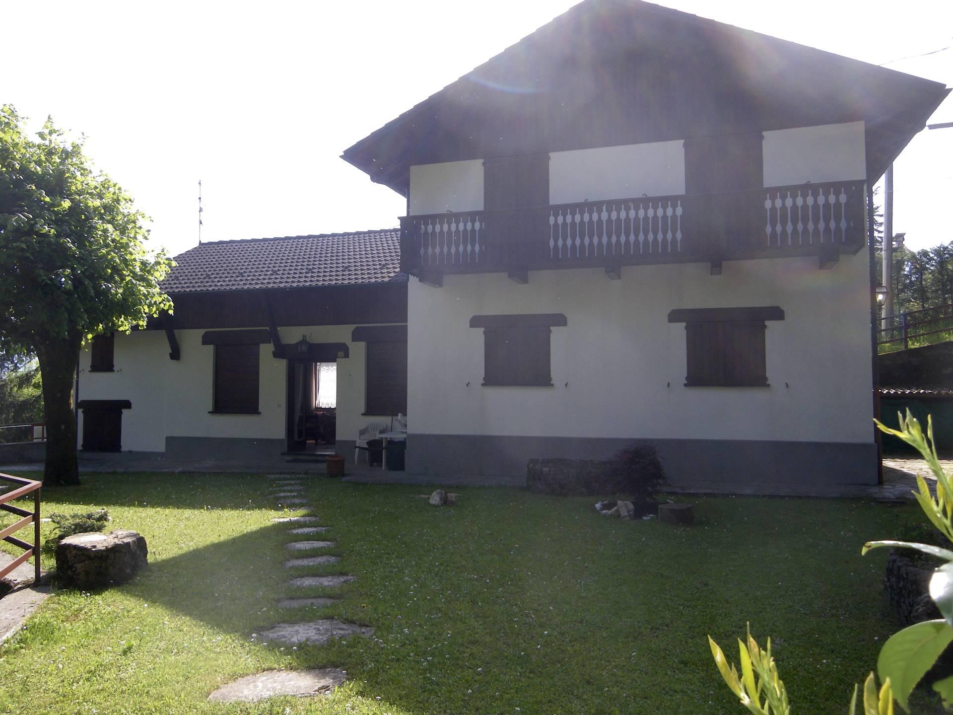 Villa in vendita a Santo Stefano d'Aveto, 12 locali, prezzo € 295.000 | CambioCasa.it