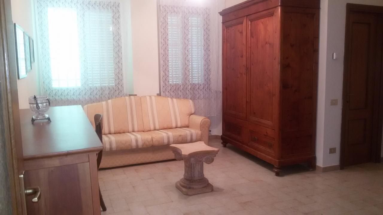 Soluzione Indipendente in affitto a Pisa, 4 locali, zona Località: S.Antonio, prezzo € 800 | CambioCasa.it