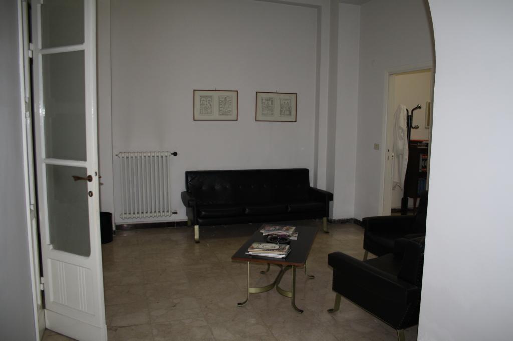 Ufficio / Studio in affitto a Teramo, 9999 locali, zona Zona: Centro , prezzo € 450 | CambioCasa.it