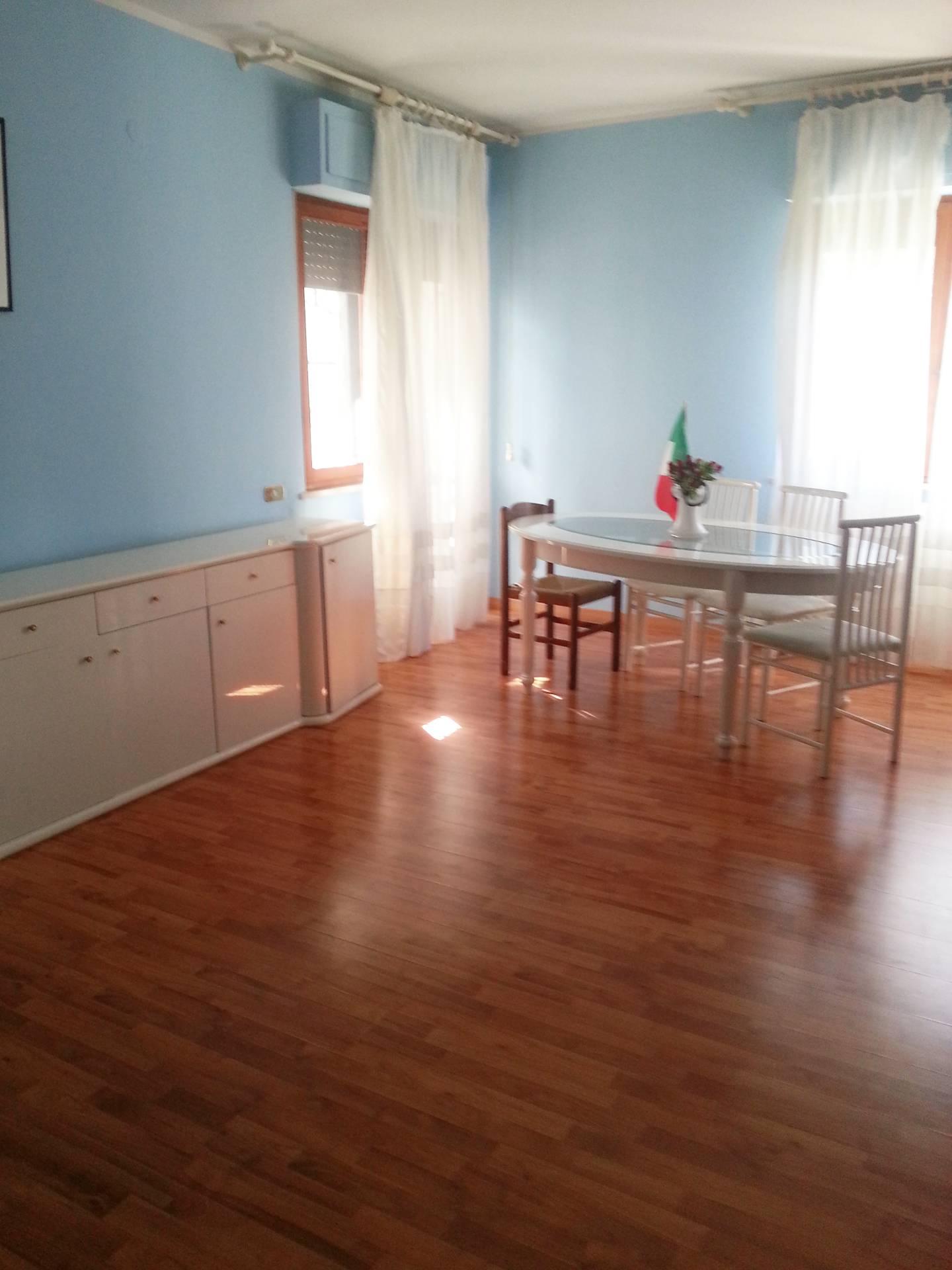 Appartamento in affitto a Teramo, 5 locali, prezzo € 160 | CambioCasa.it