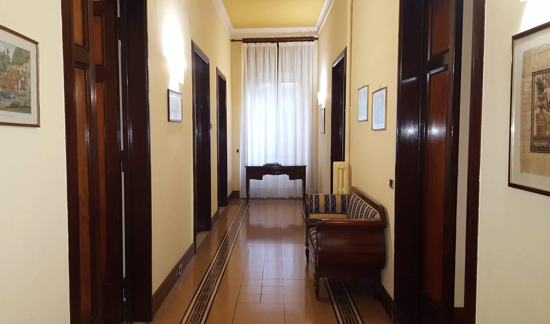 Ufficio / Studio in affitto a Teramo, 9999 locali, zona Località: VialeMazzini, prezzo € 800 | CambioCasa.it