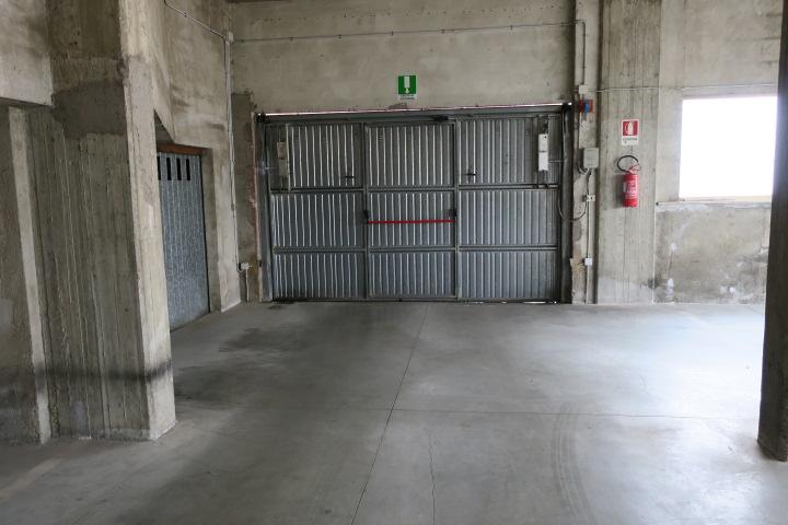 Box / Garage in vendita a Teramo, 1 locali, zona Località: VialeBovio, prezzo € 8.000 | CambioCasa.it