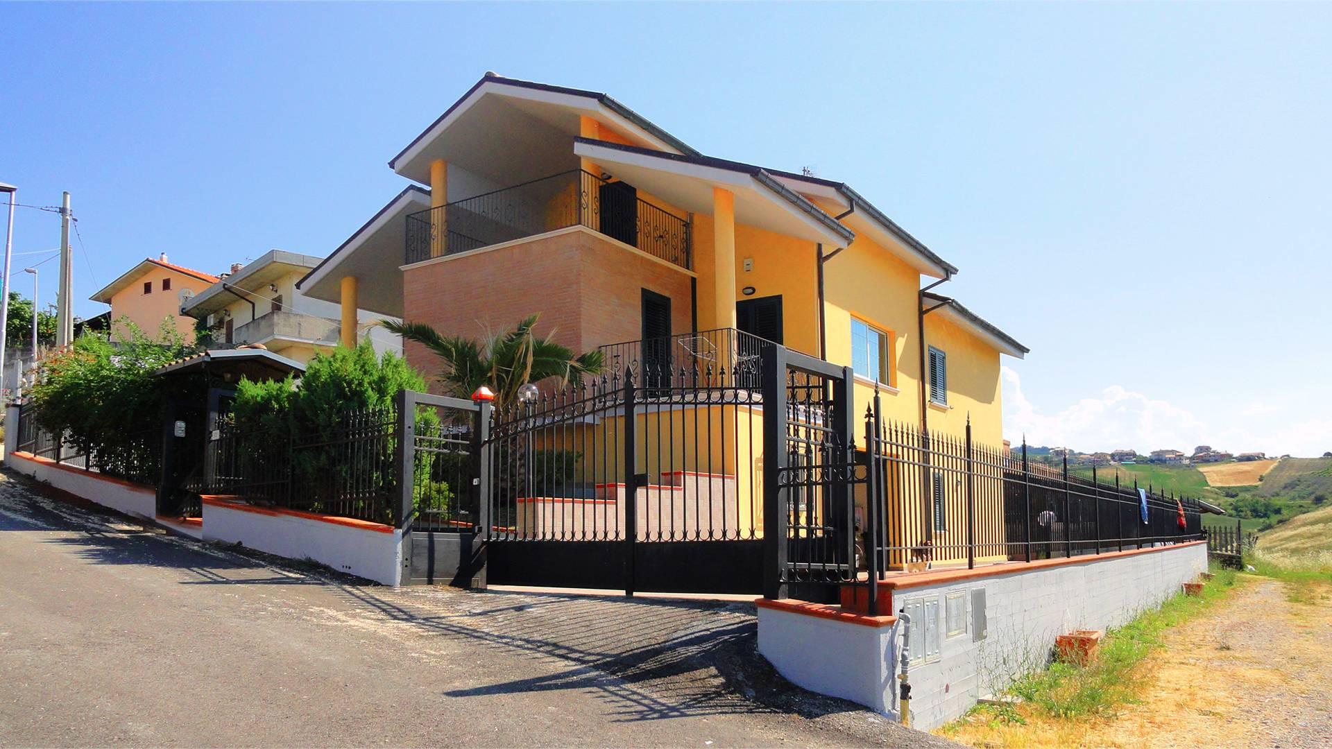 Villa in vendita a Castellalto, 11 locali, zona Zona: Campogrande, prezzo € 249.000 | CambioCasa.it