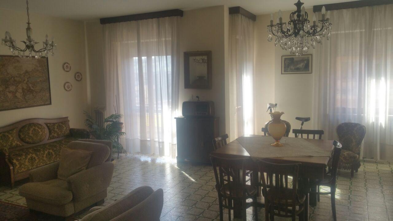 Appartamento in affitto a Teramo, 6 locali, zona Zona: Semicentro , prezzo € 560 | CambioCasa.it