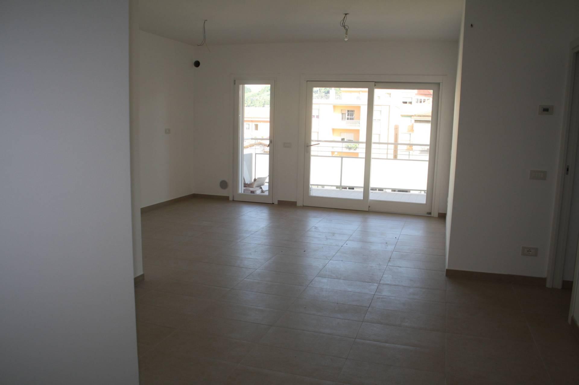 Appartamento in affitto a Teramo, 3 locali, zona Zona: Centro , prezzo € 550 | CambioCasa.it