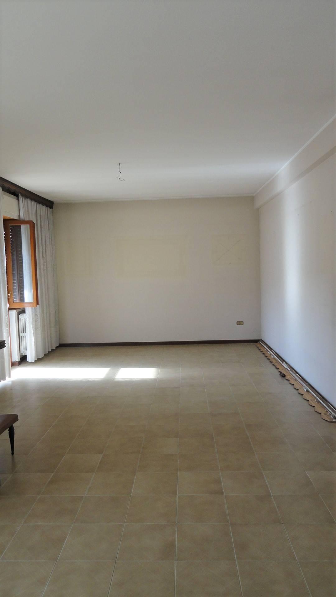 Appartamento in affitto a Teramo, 5 locali, zona Località: PianoDellaLenta, prezzo € 400 | CambioCasa.it