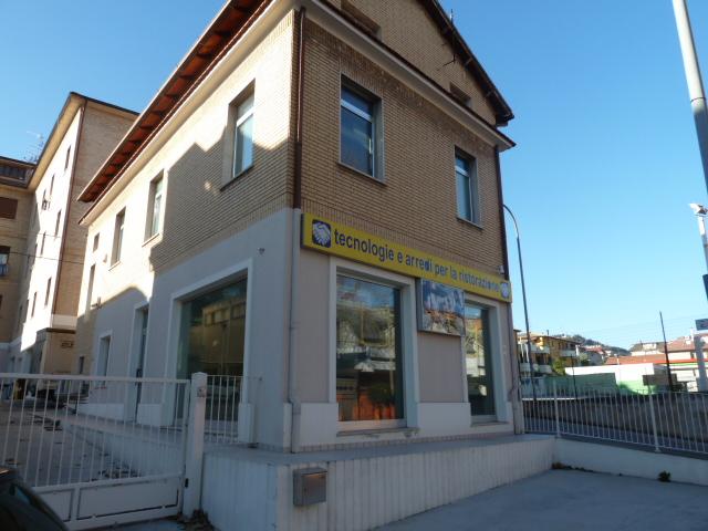 Affitto              Locale Commerciale San Benedetto del Tronto 0 110 M� 650 €