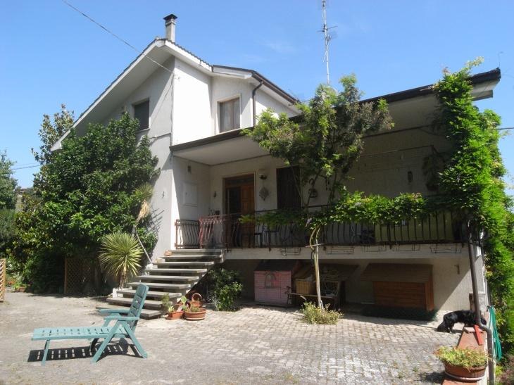 Villa in vendita a Colonnella, 10 locali, prezzo € 530.000 | Cambio Casa.it
