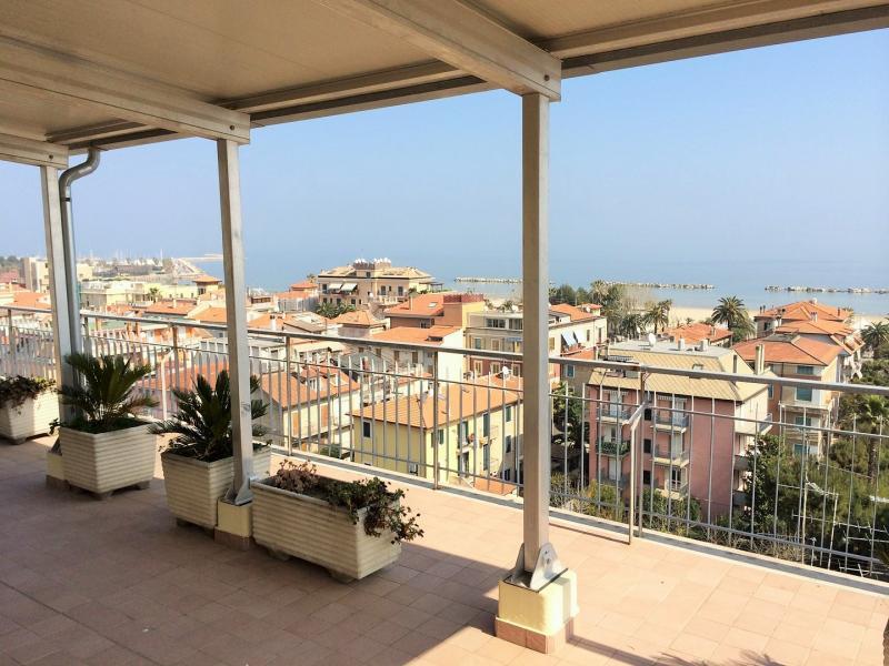 Attico / Mansarda in vendita a San Benedetto del Tronto, 4 locali, zona Località: vialeDeGasperi, prezzo € 430.000 | CambioCasa.it