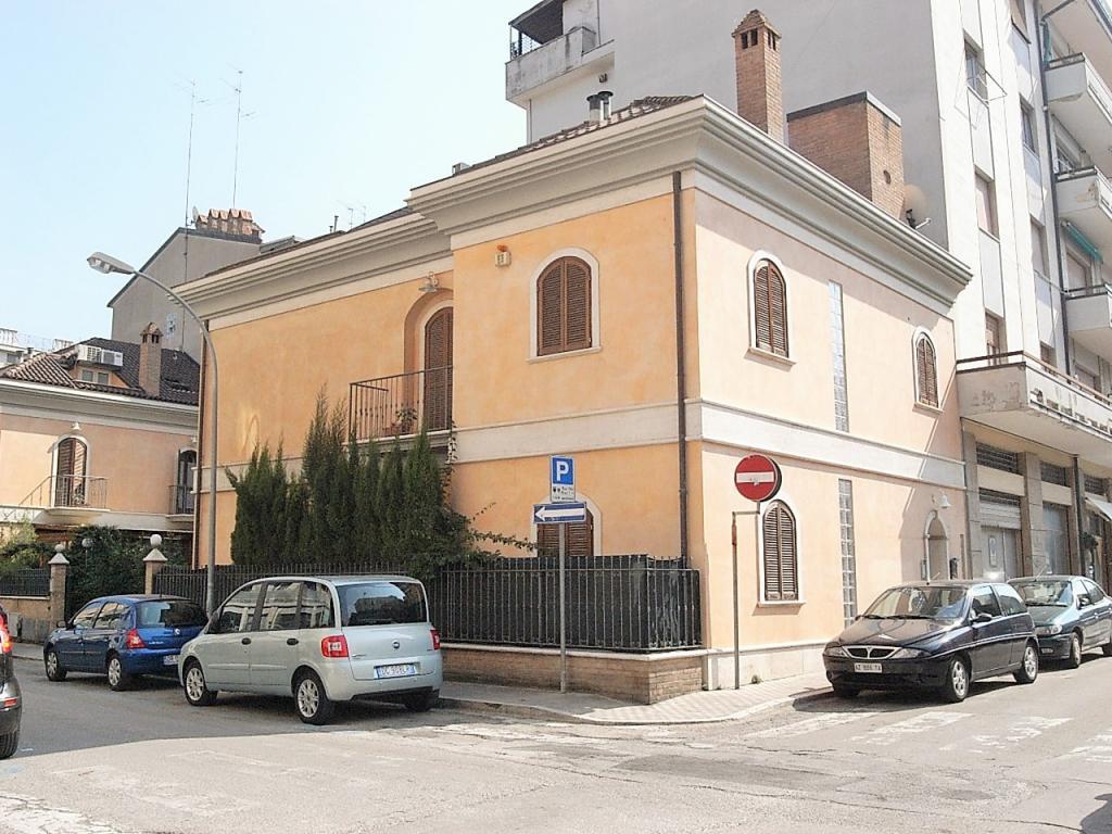 Villa in affitto a San Benedetto del Tronto, 6 locali, zona Località: ZonaCentrale, prezzo € 2.000 | Cambio Casa.it