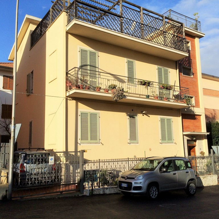 Soluzione Indipendente in vendita a San Benedetto del Tronto, 10 locali, zona Località: zonaS.Lucia, prezzo € 400.000   Cambio Casa.it