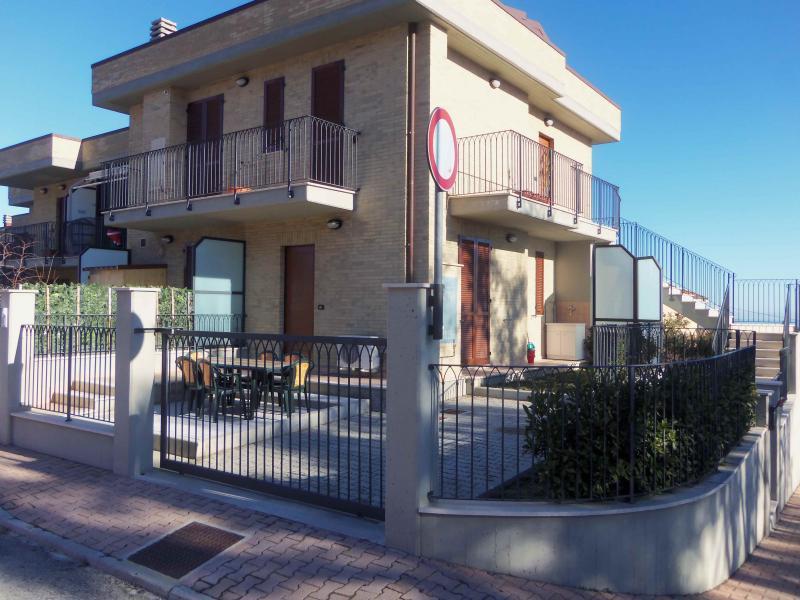 Appartamento in vendita a Acquaviva Picena, 2 locali, zona Zona: Quercia, prezzo € 100.000   Cambio Casa.it