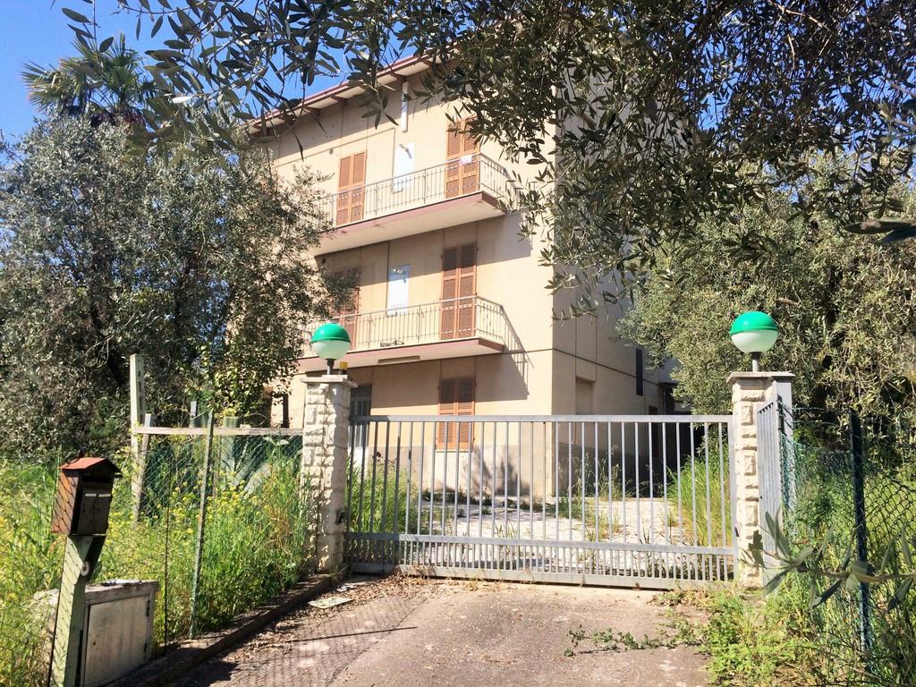 Casa Indipendente vendita MASSIGNANO (AP) - 7 LOCALI - 500 MQ