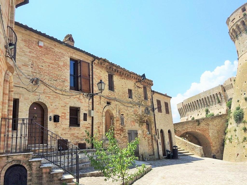 Soluzione Indipendente in affitto a Acquaviva Picena, 4 locali, Trattative riservate | CambioCasa.it