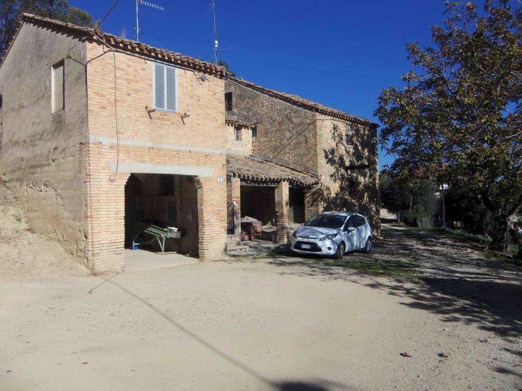 Rustico / Casale in vendita a Acquaviva Picena, 10 locali, zona Zona: Quercia, prezzo € 130.000 | Cambio Casa.it