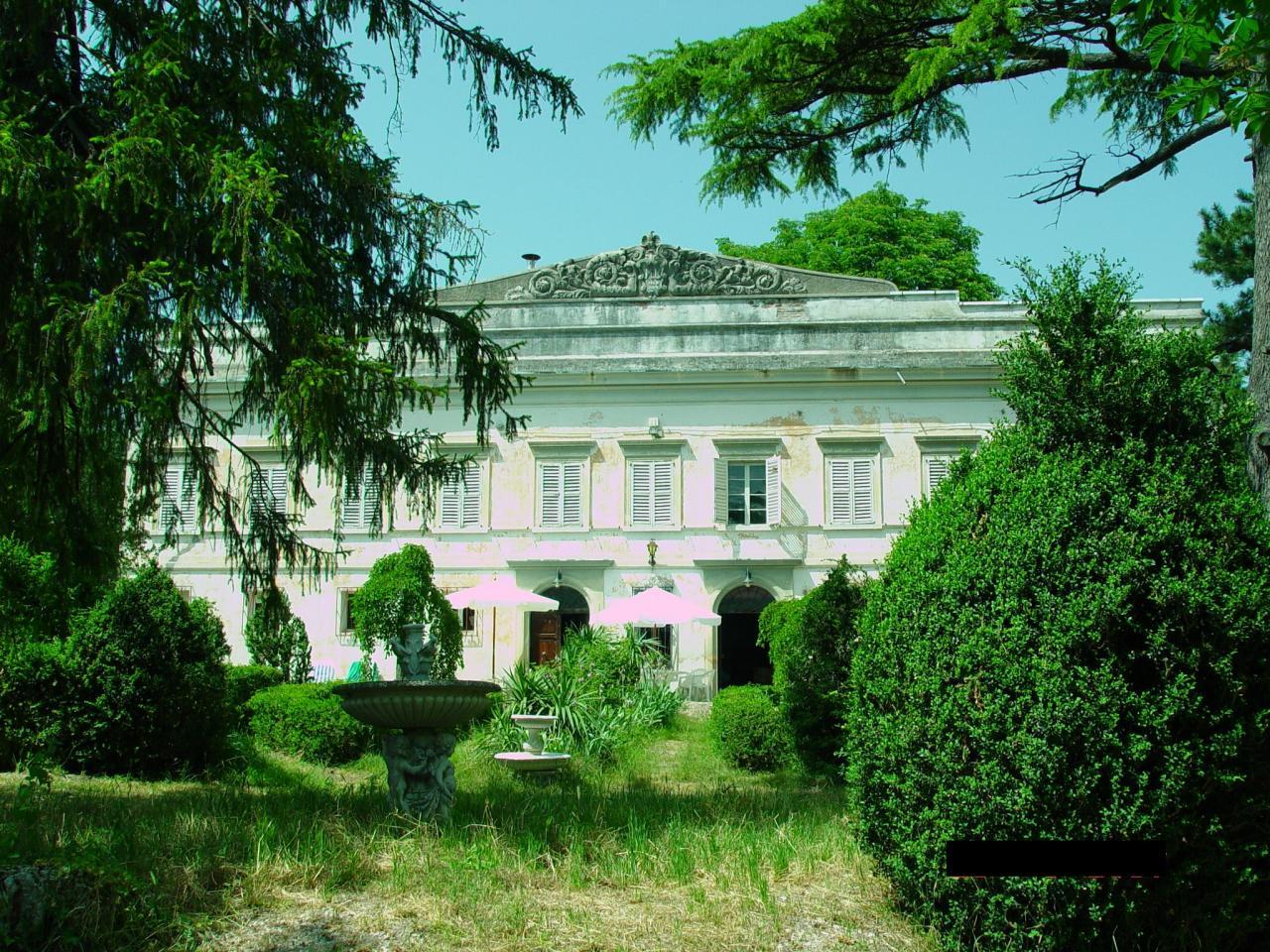 Villa in vendita a Macerata, 10 locali, Trattative riservate | Cambio Casa.it