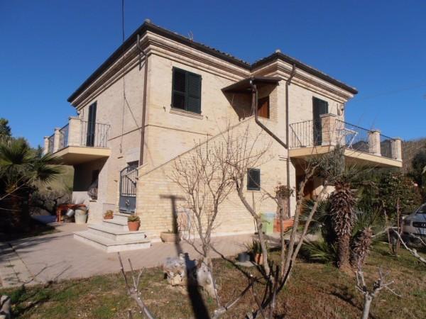 Rustico / Casale in vendita a Ripatransone, 5 locali, prezzo € 550.000 | CambioCasa.it