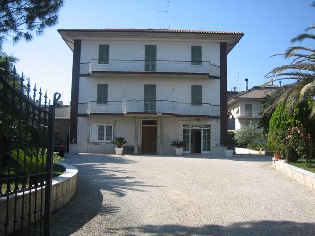 Villa in vendita a Spinetoli, 12 locali, zona Località: PagliaredelTronto, prezzo € 800.000 | Cambio Casa.it