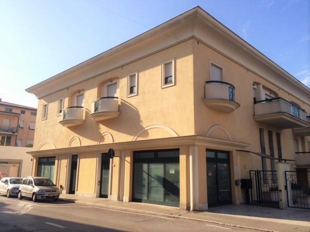Negozio / Locale in affitto a San Benedetto del Tronto, 9999 locali, zona Località: zonaAscolani, prezzo € 1.300 | Cambio Casa.it