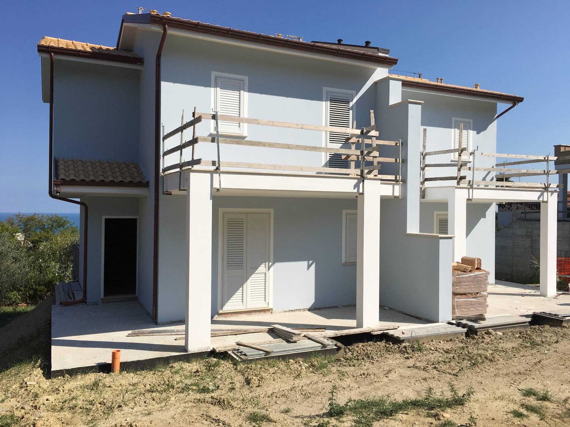 Villa in vendita a San Benedetto del Tronto, 5 locali, zona Località: zonaS.Lucia, prezzo € 495.000 | Cambio Casa.it